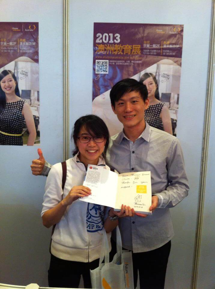 ielts-teacher-Thomas-Lin-with-his-happy-fans-after-speaking